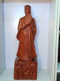Khổng Minh gỗ Hương Ta